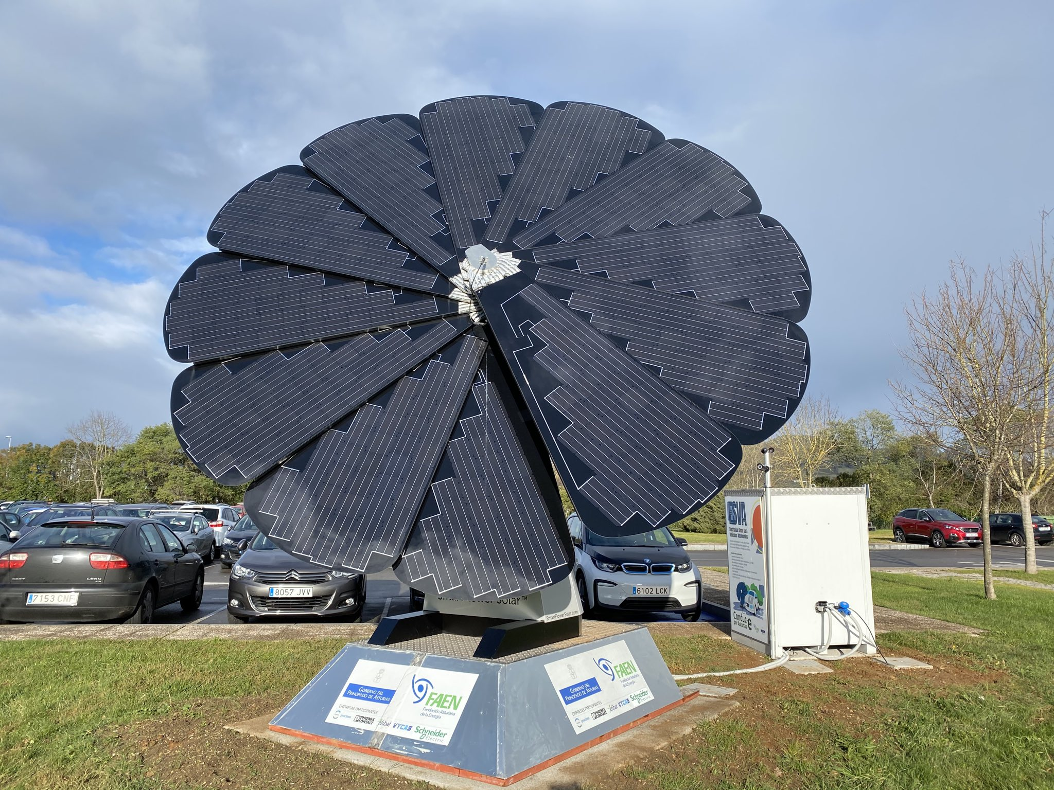 Inaugurado el primer punto de recarga de vehículos eléctricos del Parque Tecnológico de Asturias
