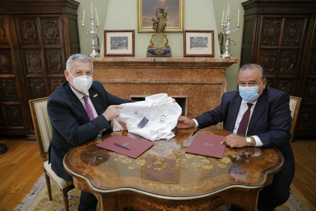 La Universidad de Oviedo y el Grupo ISASTUR renuevan su colaboración para el fomento del deporte universitario