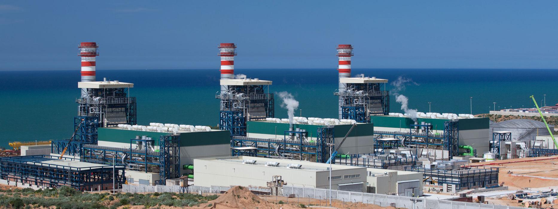 Central de Ciclo Combinado Koudiet - 1200 MW. Montaje de equipos y tuberías del BOP