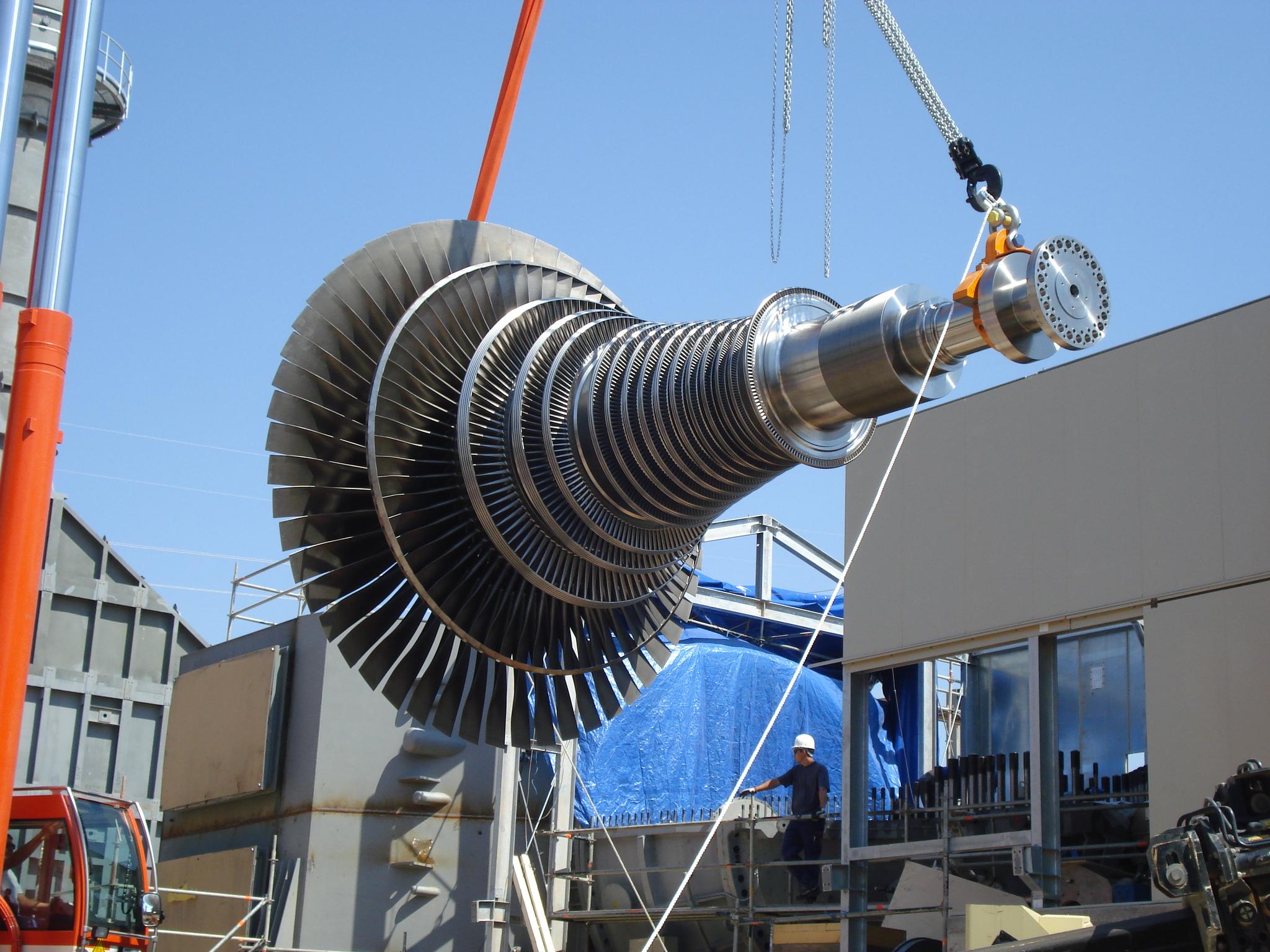 Montaje Mecánico Turbogrupo de Vapor SIEMENS SST-900 de 96 MW y condensador de 2 cuerpos.