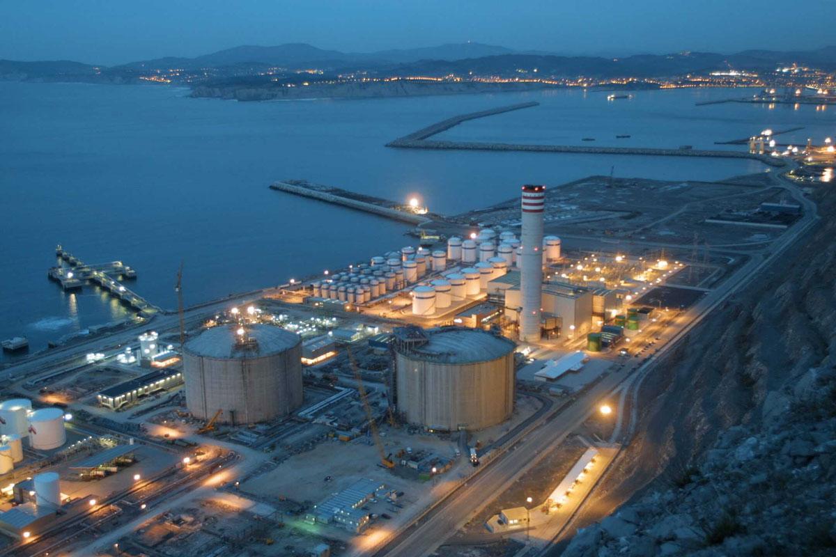 Central Ciclo Combinado BAHIA BIZKAIA - 800 MW.  Montaje Mecánico equipos y tuberías