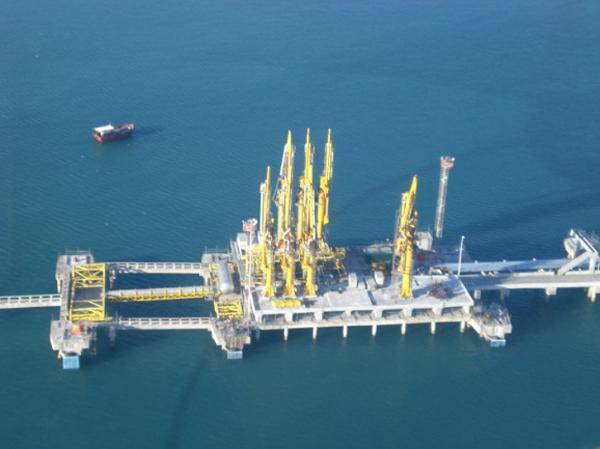 Terminales de transferencia de Gas Natural Licuado y emisión de GNC.