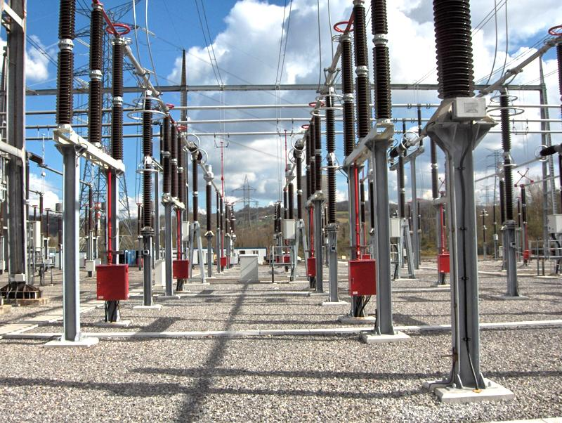 Electrical and mechanical assembly of the Soto de Ribera 400 kV substation